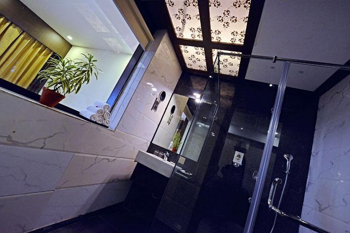 Ethnotel Hotel Empirica Bathroom