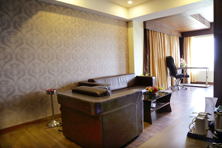 Ethnotel Hotel Majestic Empirica Sitting Area